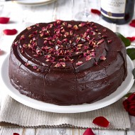 Gluten free beetroot chocolate fudge cake bezorgen in Den-Haag