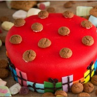 Rode marsepein taart bezorgen in Den-Haag